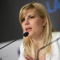 De ce urăsc femeile? De ce o urăsc ele pe Elena Udrea?